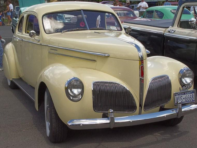 Front Right 1940 Studebaker Commander Car Picture